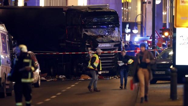 Berlin'deki TIR saldırısının şüphelisi öldürüldü