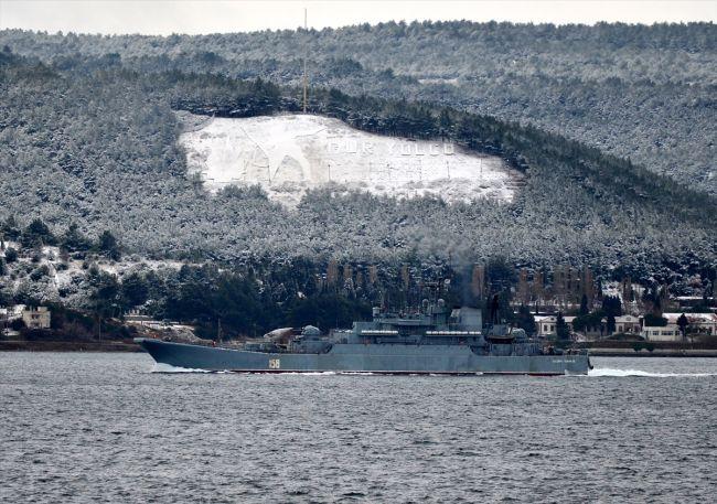 Rus askeri gemisi Çanakkale Boğazı'nda
