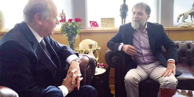 Bahçeli'den gazeteci Ahmet Hakan'a hediye