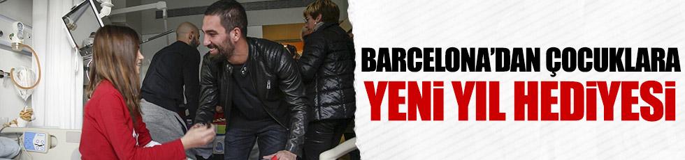 Barcelonalı futbolculardan çocuklara yeni yıl hediyesi