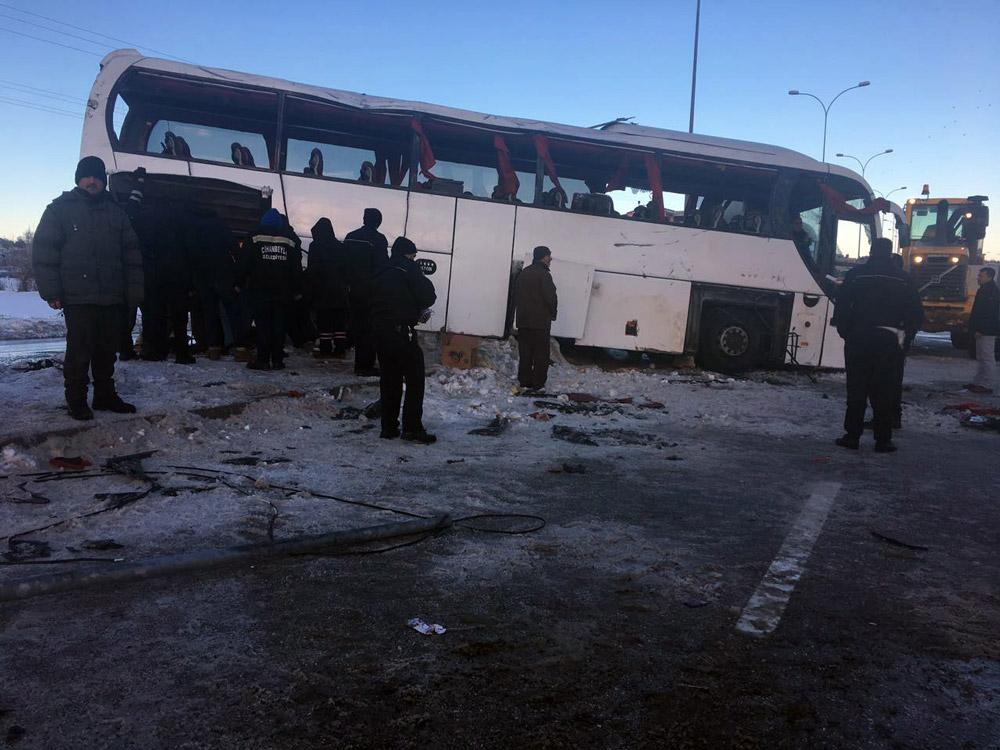 Öğrenci servisi devrildi: 3 ölü