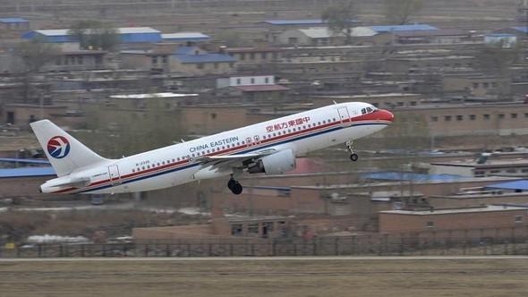 Çin'de uçak düştü!