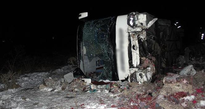 Yolcu otobüsü devrildi: 31 yaralı