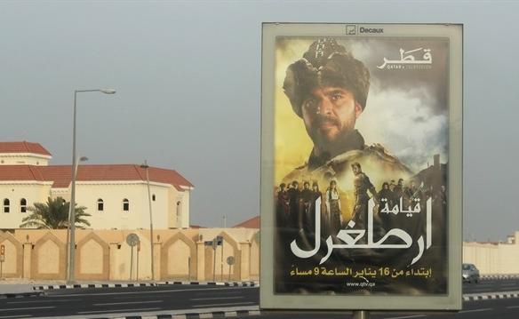 Diriliş Ertuğrul'un afişleri Katar sokaklarında