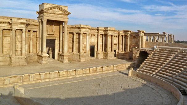 IŞİD tarihi kent Palmira'yı yerle bir etti!