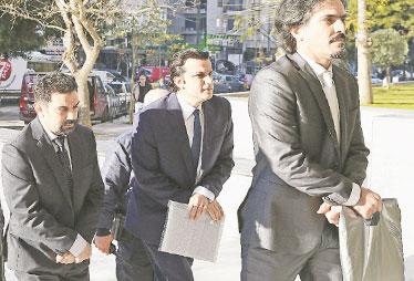 Kaçak 8 darbeci Yunan mahkemesine kelepçesiz getirildi