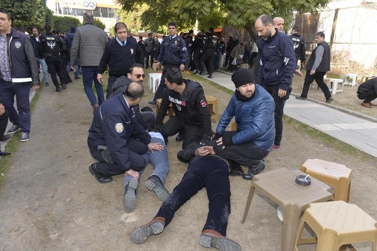 Adana adliyesinde silah sesleri: yaralılar var!
