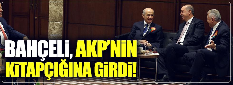 Devlet Bahçeli AKP'nin referandum kitapçığında!