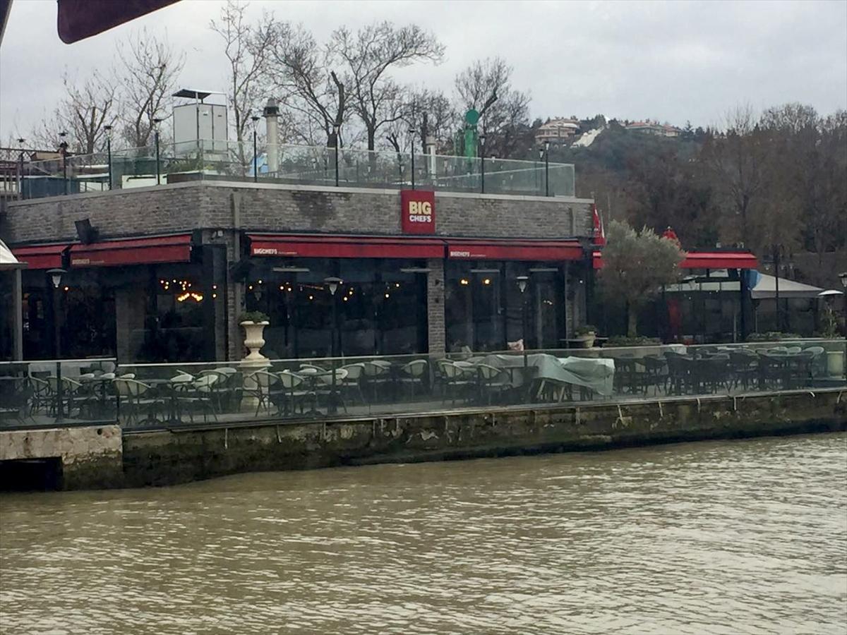 Ünlü restoranda silahlı saldırı