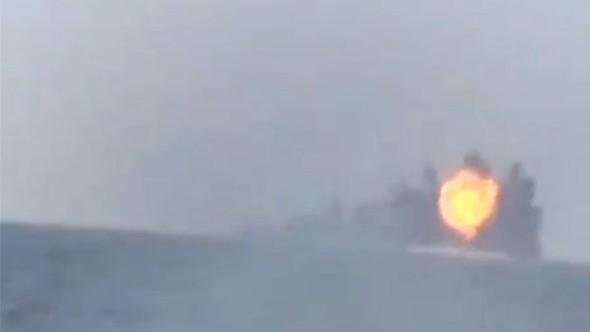 Savaş gemisine intihar saldırısı