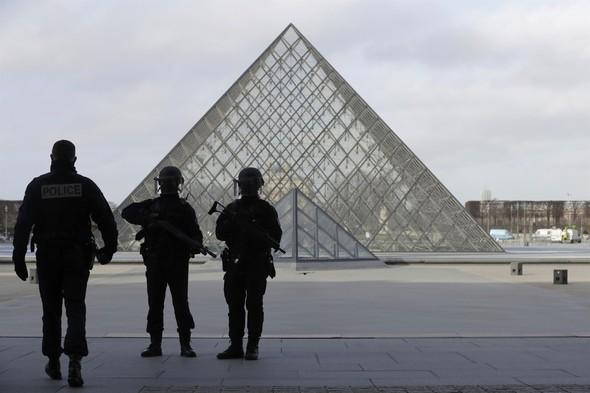 Dünyaca ünlü müzede silah sesleri