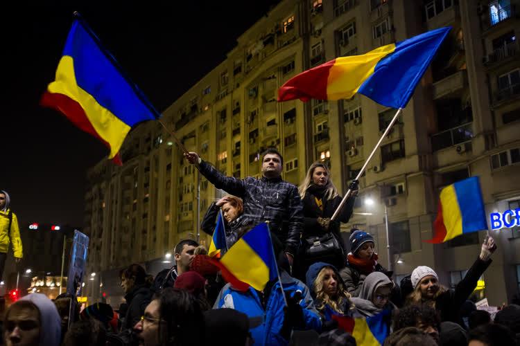 Romanya yolsuzluğa karşı tek yürek oldu