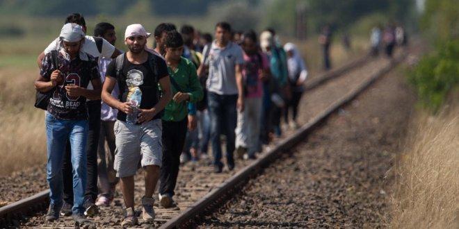 Sınırı kaçak geçen yüzlerce Suriyeli yakalandı