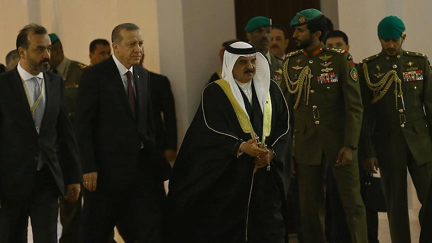 Erdoğan, Bahreyn'de resmi törenle karşılandı