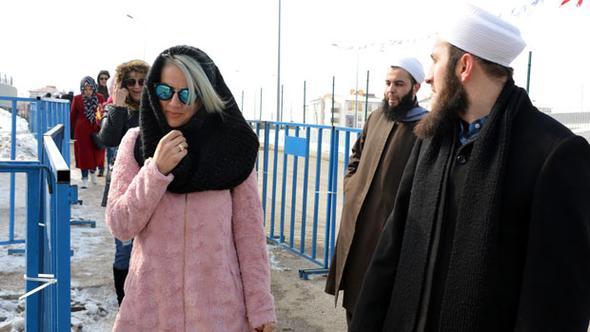 İsmailağa Cemaati, Kış Festivali'nde Kur'an-ı Kerim dağıttı