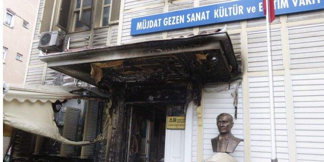 Müjdat Gezen Sanat Merkezi'nde yangın çıktı!