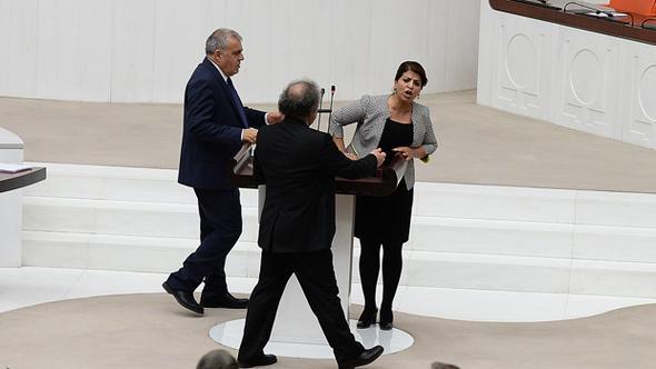 HDP'li Sibel Yiğitalp TBMM'de kürsüyü işgal etti