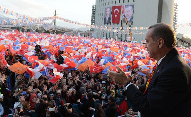 AKP mitinglerinde Kürtçe şarkı!