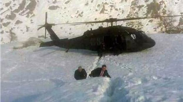 Binali Yıldırım'ı taşıyan helikopter araziye indi