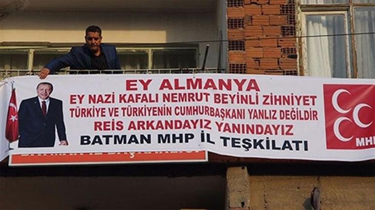 MHP'li başkandan, Erdoğan pankartı