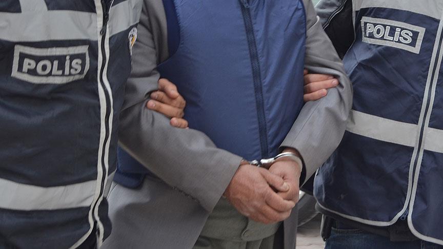 16 polis gözaltına alındı