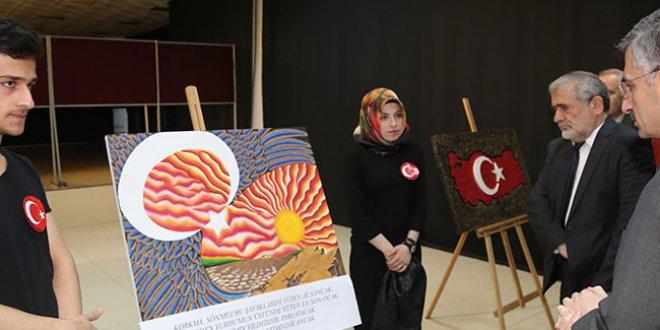 İstiklal Marşı'nın 10 kıtasını 10 ayrı tabloyla sergilediler