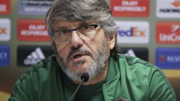 Osmanlıspor'un teknik direktörü Akçay istifa etti.