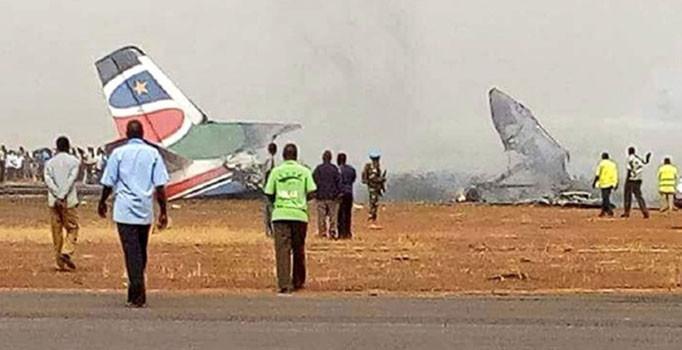 44 kişiyi taşıyan yolcu uçağı düştü
