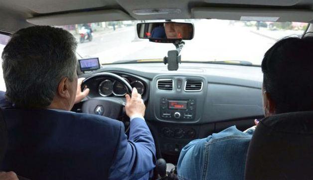 CHP'li Balbay, 'hayır' propagandası için taksi şoförü oldu