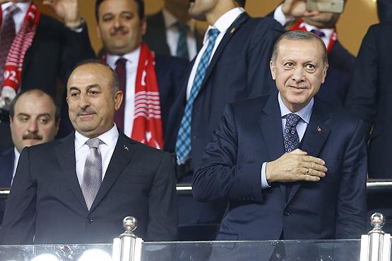 Cumhurbaşkanı Erdoğan maç sonrası soyunma odasına indi!