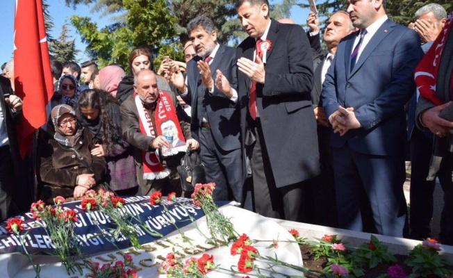 Sinan Oğan, Yazıcıoğlu'nun kabrini ziyaret etti