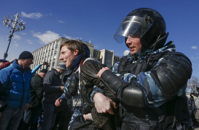 Rusya'da halk sokaklara döküldü!
