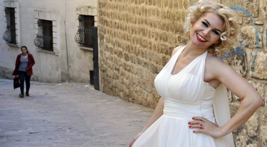 "AKP'li Marilyn Monroe, ""Evet"" için ikna turunda!"