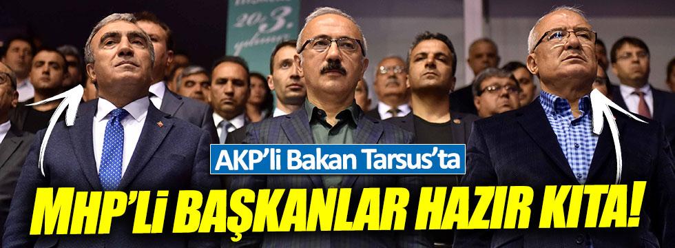 MHP'li Başkanlar, AKP'li Bakanın etrafında hazır kıta bekledi