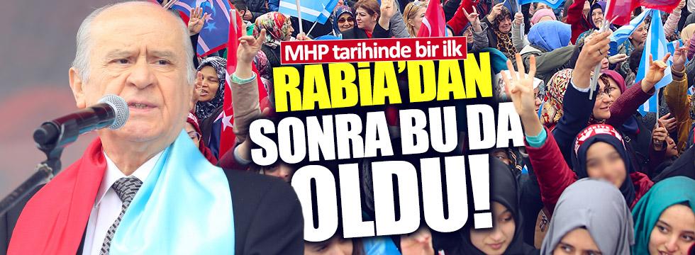 MHP Mitingine Rabia işaretleri damgasını vurdu