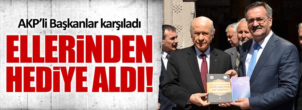 AKP'li Başkandan Bahçeli'ye hediye