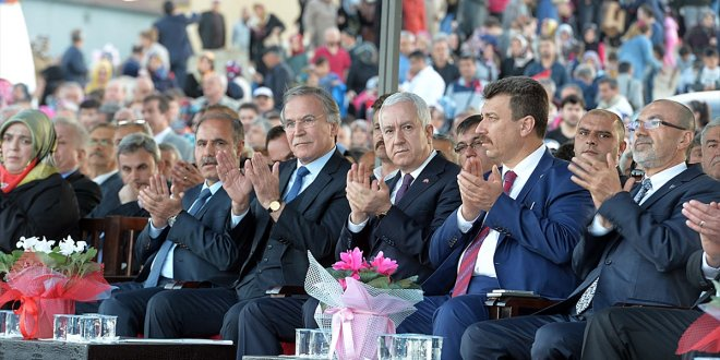 Sadir Durmaz, AKP'lilerle açılış töreninde
