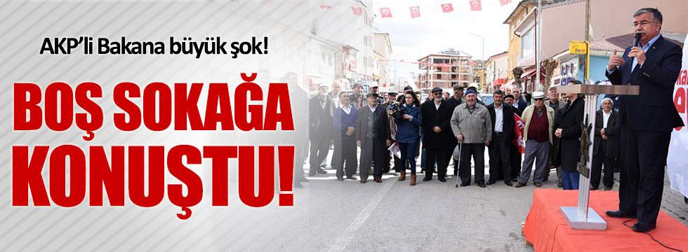 AKP'li Bakanı Sivas'ta 40 kişi dinledi