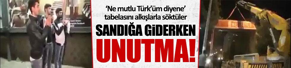 'Ne mutlu Türk'üm diyene' tabelası alkışlarla söküldü