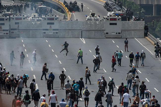 Venezuela'daki 'Başkanlık' protestolarında 3 kişi hayatını kaybetti