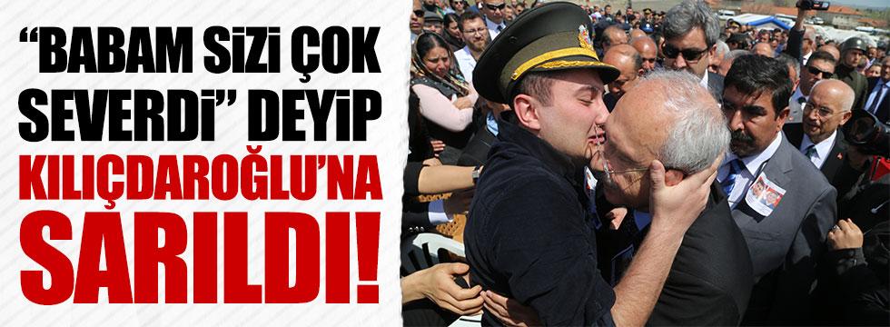 """Şehit çocuğu, """"Babam sizi çok severdi"""" deyip Kılıçdaroğlu'na sarıldı"""