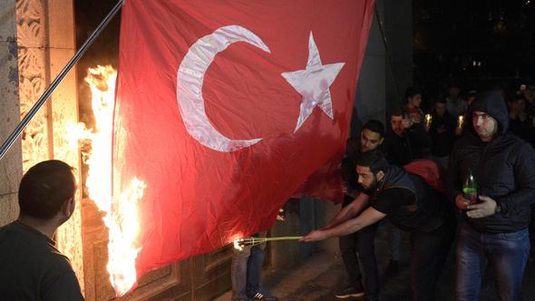 Erivan'da, Türk Bayrağı yaktılar