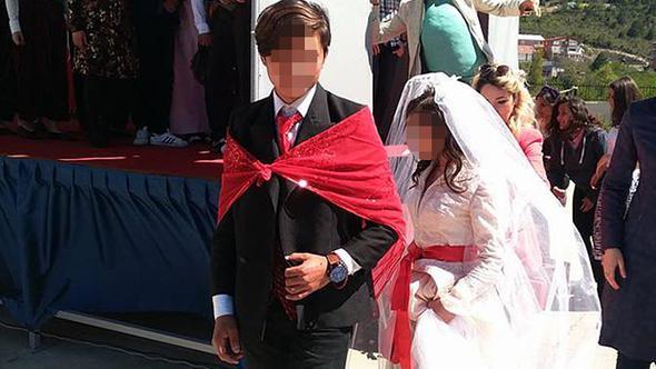 Lise öğrencilerine gelinlik ve damatlık giydirdiler