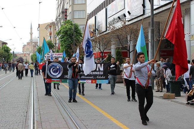 Orhun Derneği Türkçüler Günü için yürüdü