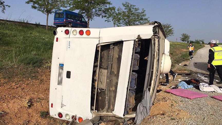 Konya'da otobüs devrildi