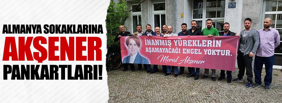 Almanya'daki Türklerden Akşener pankartları