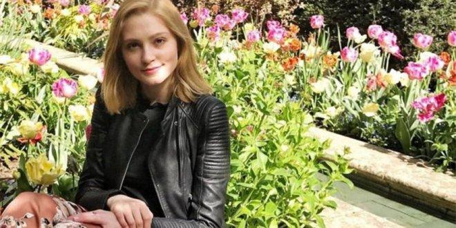 Arkadaşını bıçaklayan Oxford'lu kıza tahliye