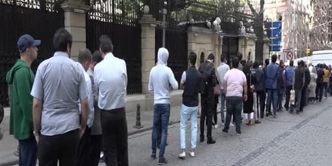 Binlerce İranlı Cağaloğlu'na akın etti