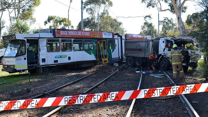 Avustralya'da tramvay ve kamyon çarpıştı