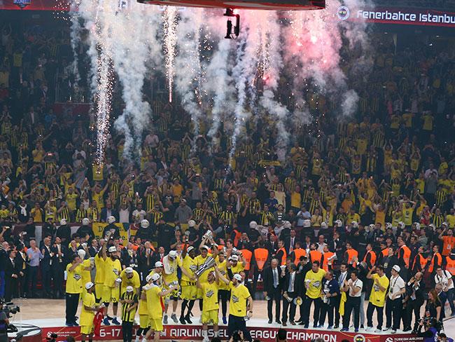 Olympiakos'un beğendiği tweet sosyal medyada alay konusu oldu